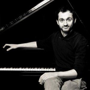 Eduards Grieznis /klavieres/